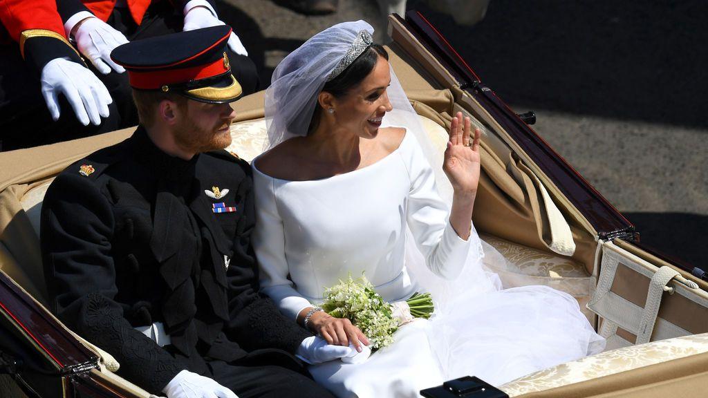 El Príncipe Harry y Meghan Markle recorren Windsor como marido y mujer