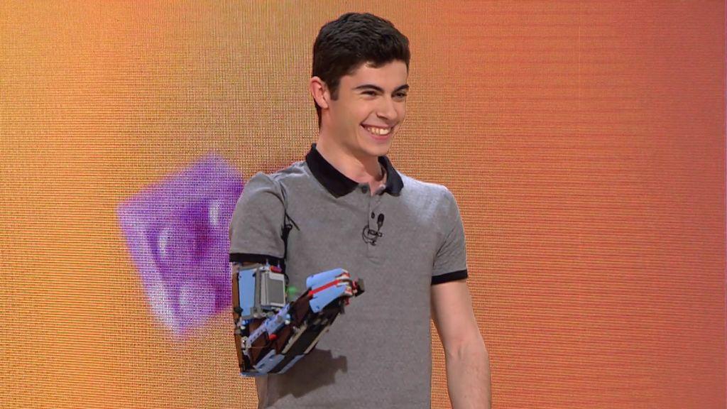 """David Aguilar crea una prótesis a partir de piezas de LEGO: """"He conseguido el sueño de tener otro brazo"""""""