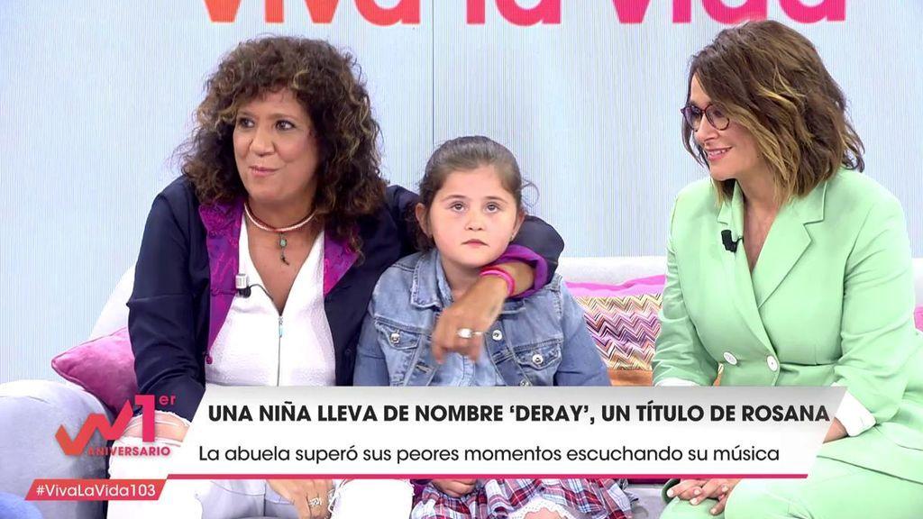 Rosana sorprende a una abuela y su nieta que lleva un título de una canción suya por nombre