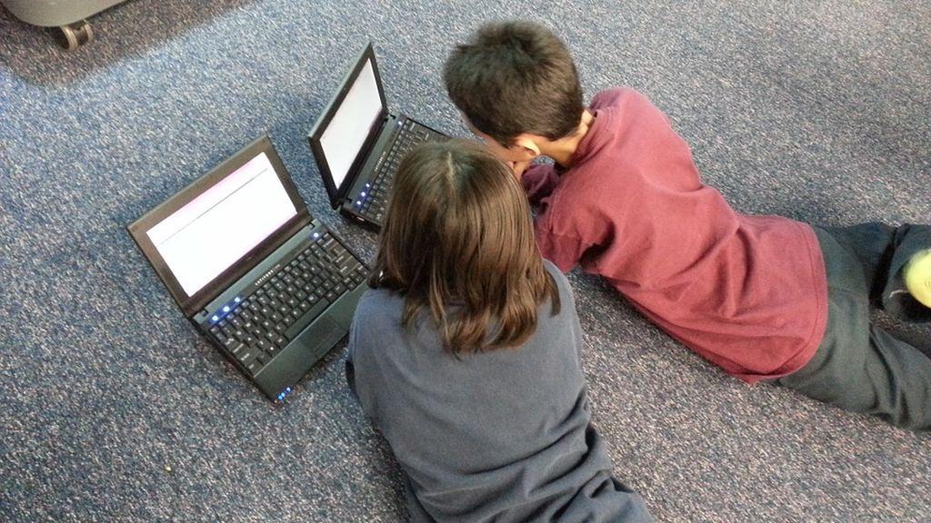 Londres prepara un nuevo paquete de leyes para proteger a los niños en Internet