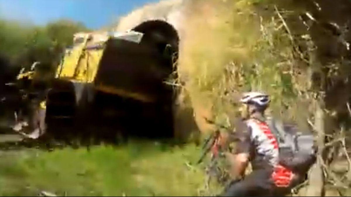 ¡Vivos de milagro! Dos ciclistas se meten en un túnel ferroviario y el tren les sorprende dentro