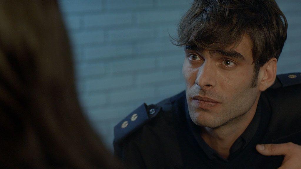 Paula solo quiere hablar con el inspector Marcos Eguía