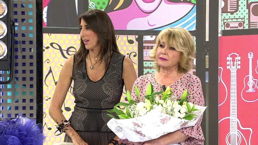 ¡Mila Ximénez recibe un ramo de flores de 'Sálvame' por su cumpleaños!
