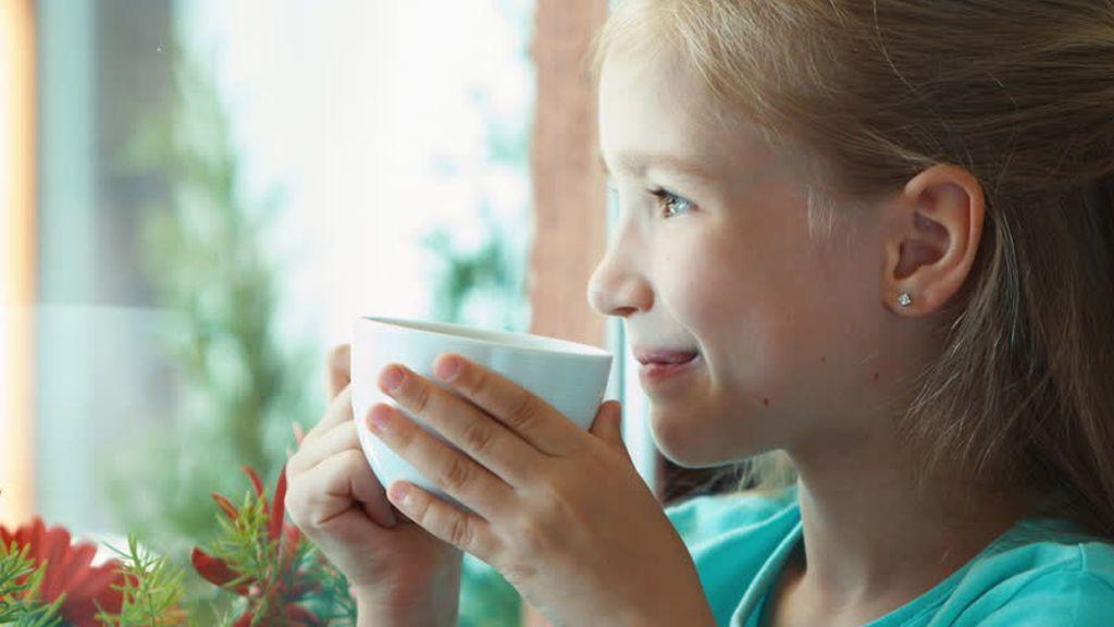El consumo de café, té y mate en niños: cómo tomarlo, a qué edad empezar y qué beneficios tiene