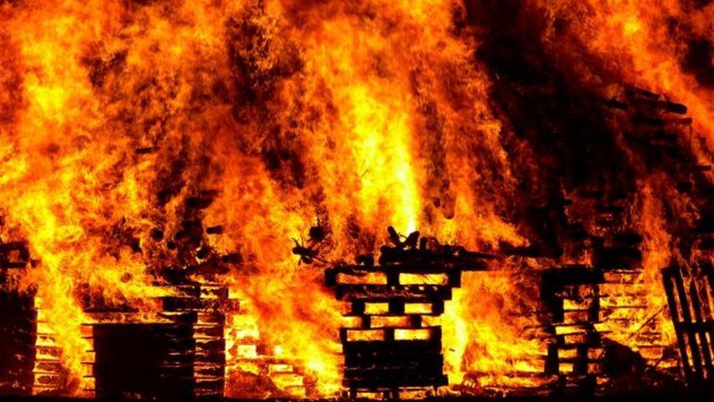 Expulsan a un menor peruano de la escuela y se venga incendiándola
