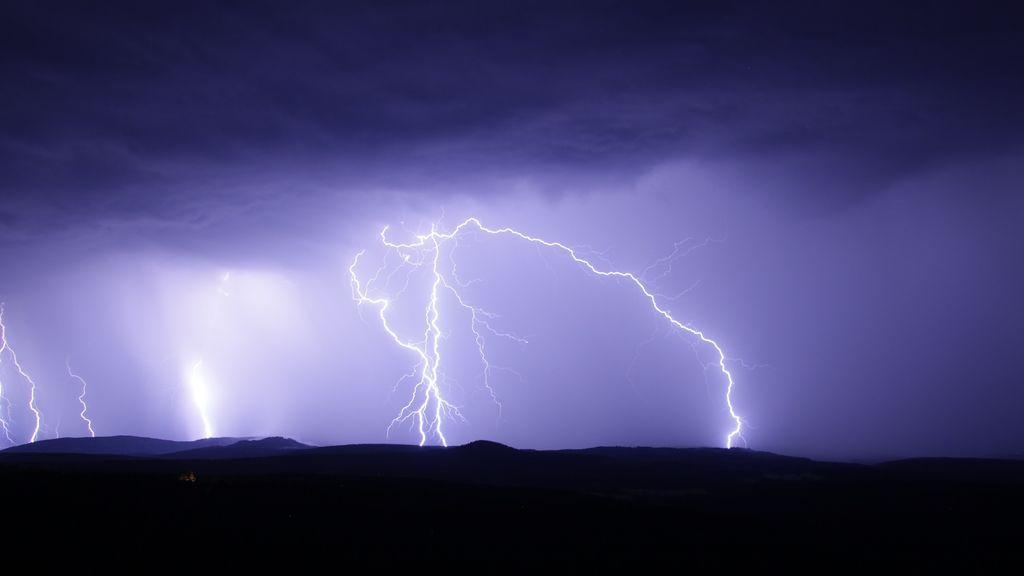 Si ves humo en el monte después de una tormenta… avisa al 112, puede ser un rayo latente