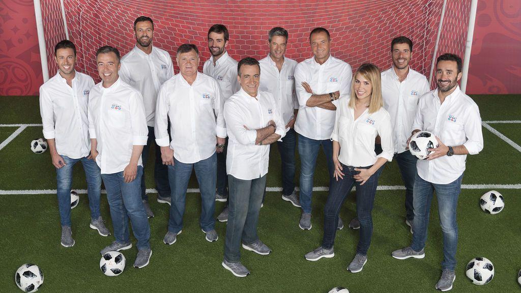De izquierda a derecha, Matías Prats, José Antonio Luque, Kiko Narváez, José Antonio Camacho, Ricardo Reyes, JJ Santos, Nico Abad, Manu Carreño, María Gómez, Pablo Pinto y Juanma Castaño.