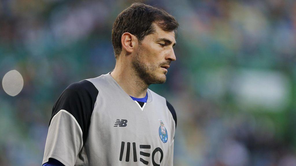 Casillas 'ficha' por la Juventus para rendir homenaje a Buffon: así posa con la camiseta italiana