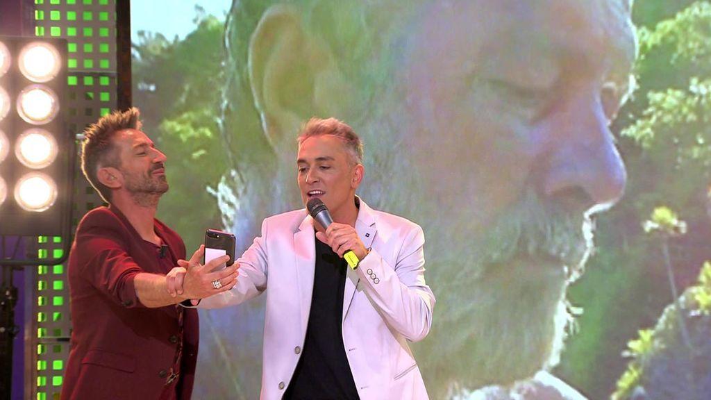 ¡Kiko Hernández lo da todo cantando 'La chica del póster'!