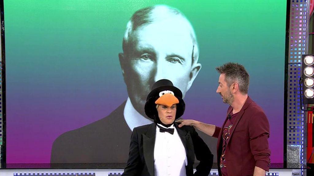 ¡El muñeco Rockefeller visita el plató de 'Sálvame'!