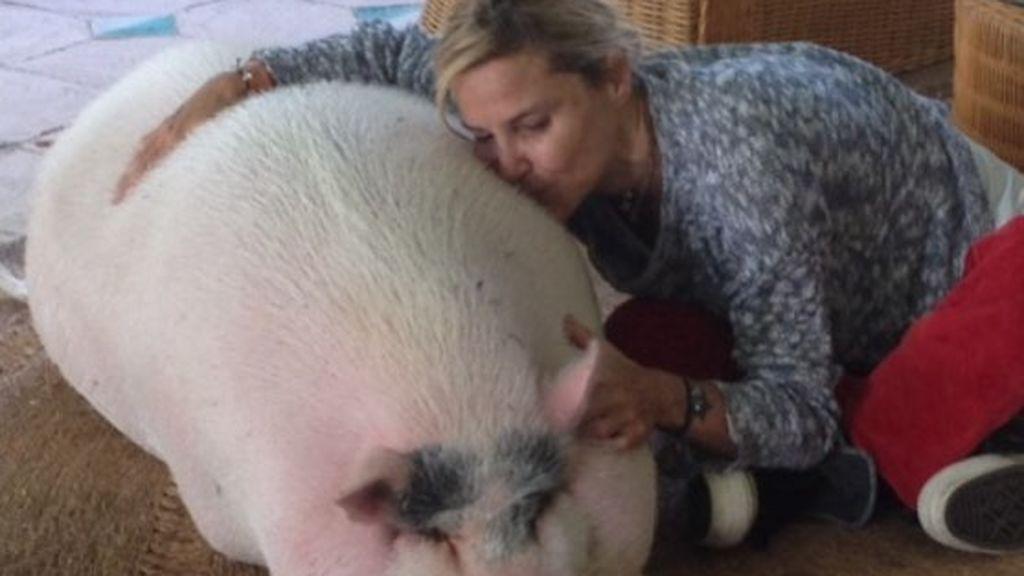 """Eugenia Martínez de Irujo pierde a su cerdito Bacon: """"Hoy es un día muy, muy triste para mi"""""""