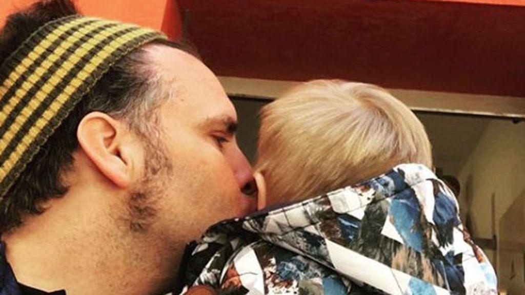 """Torito se derrite con su hijo: """"Espero que me perdones por enseñar al mundo tu carita"""""""