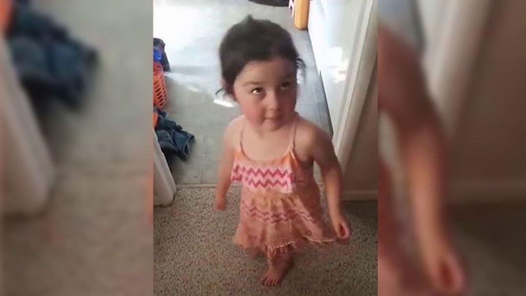 """Una guardería prohíbe a una niña llevar su vestido favorito por ser """"inapropiado"""""""