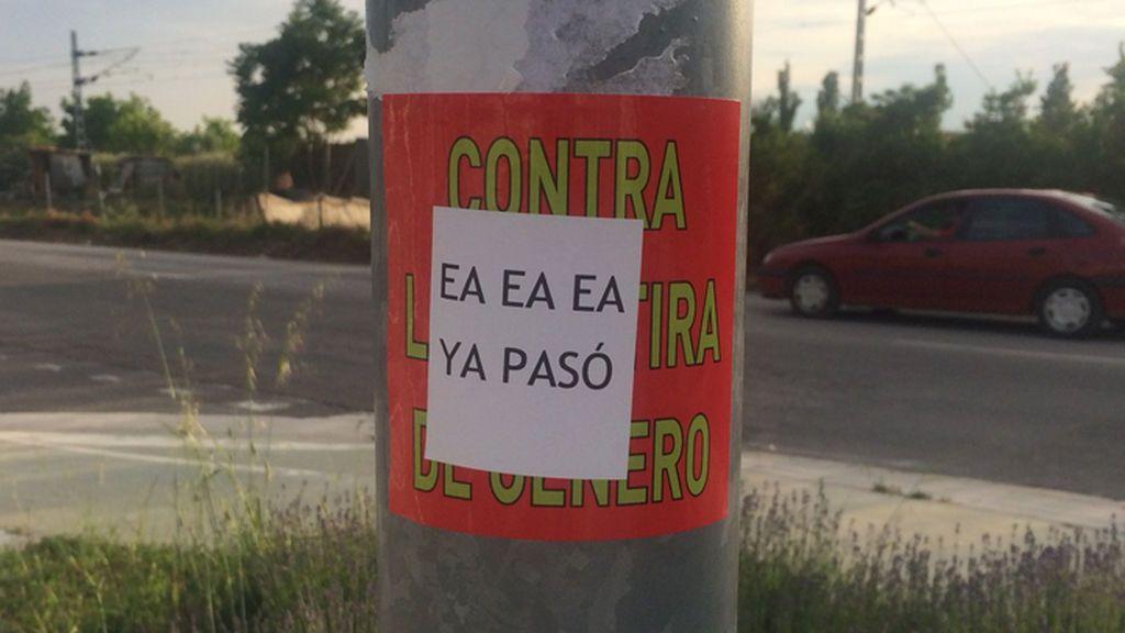 La genial respuesta a unas pegatinas machistas en Huesca