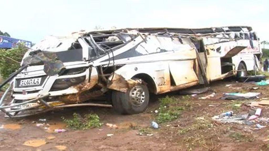 Más de 40 muertos por una colisión múltiple en Uganda
