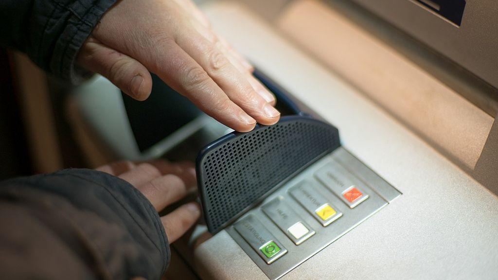 Condenado un empleado de banca en Almería que se apropió de 58.429 euros de sus suegros