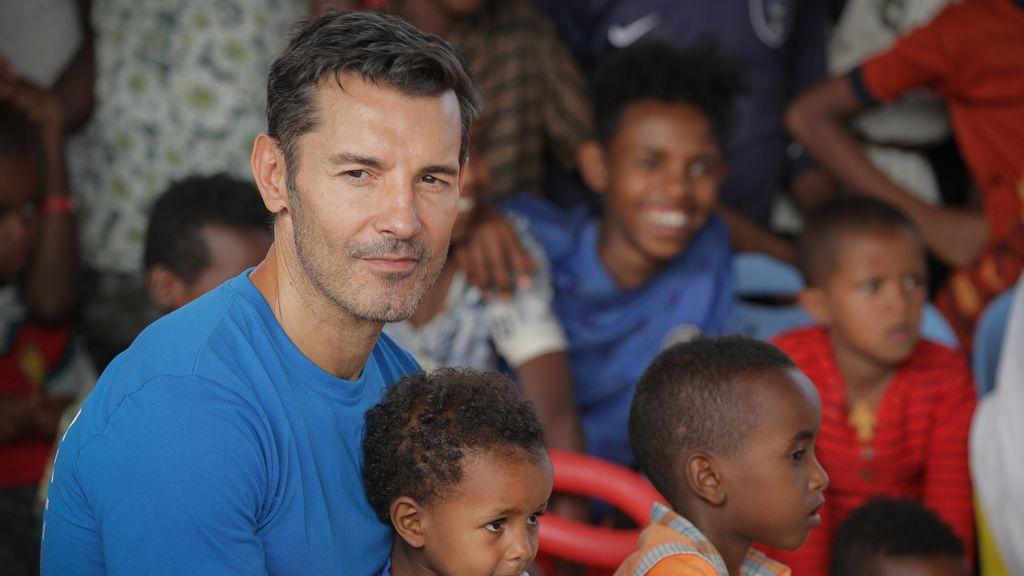 Jesús Vázquez realiza una visita a un campo de refugiados en Etiopía