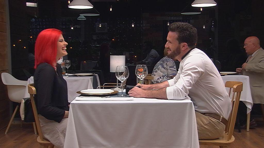 Una pareja en su cita a ciegas, en el programa 'First dates' del 30 de mayo de 2018.