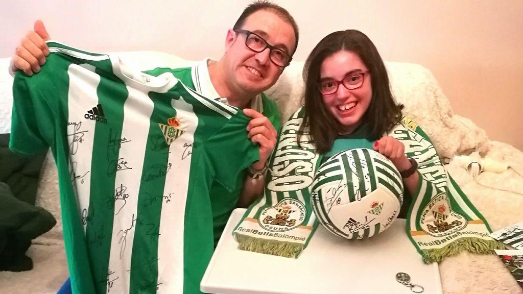Paula, aficionada verdiblanca de 13 años que sufre ELA, cumple su sueño gracias al Betis