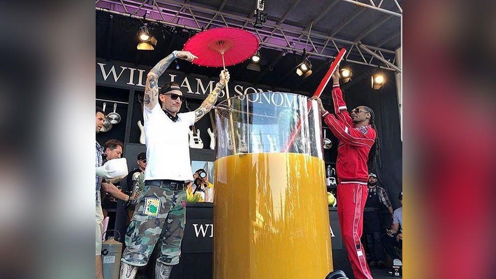 El rapero Snoop Dogg, récord Guinness al 'copazo' más grande de ginebra y zumo