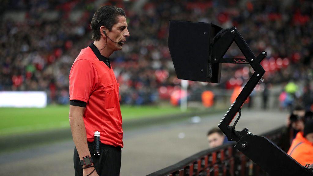 Los árbitros podrán expulsar a jugadores con la ayuda del VAR