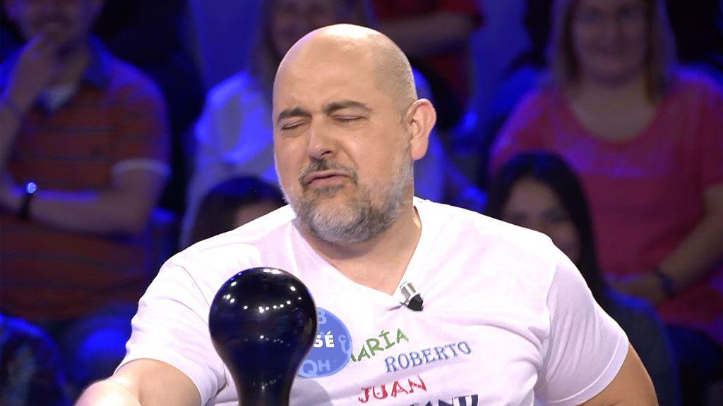 José sorprende a Christian Gálvez con una desternillante imitación de Queen