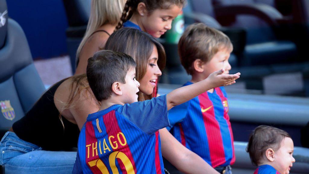 """Los hijos de Messi cantan el """"Vamos, vamos Argentina"""" para animar a su padre en el Mundial"""