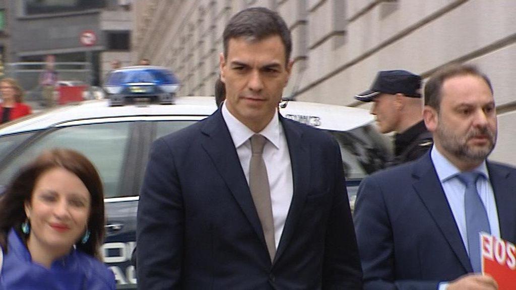 """El """"váyase señor González"""" de Aznar resucita en el """"dimita señor Rajoy"""" de Sánchez"""