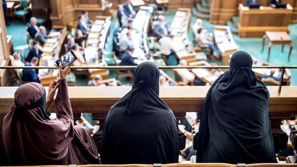El Parlamento danés prohíbe los velos faciales