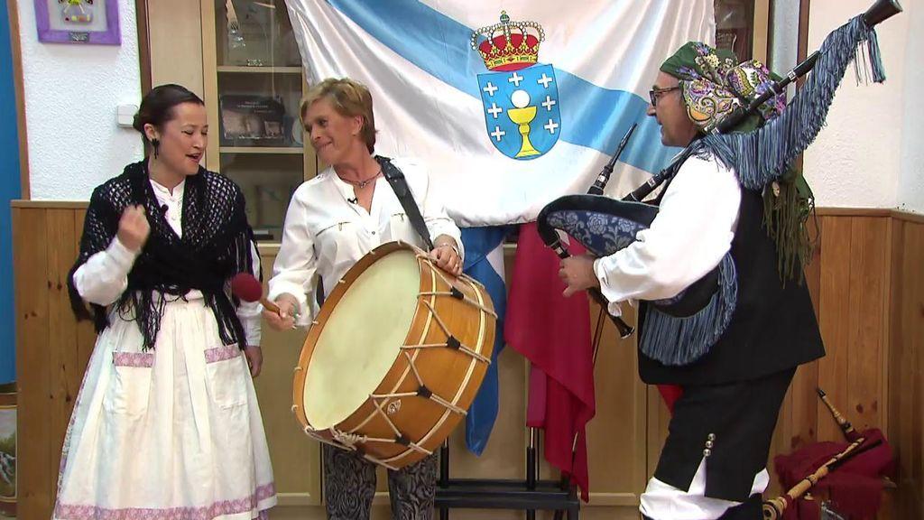 Bienvenida 'Mrs Chelo': ¡Chelo García Cortés aprende a tocar la gaita!