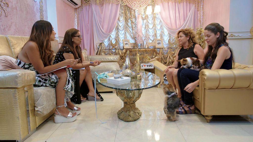 Noemí y Raquel Salazar entrevistan a las dueñas de la futura novia de su perro Toby.