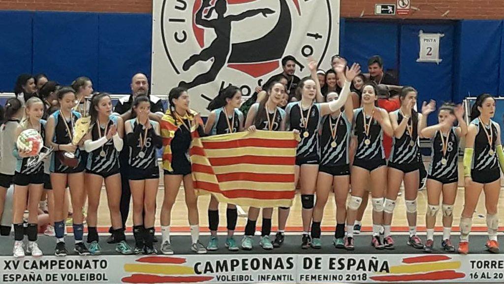 El equipo infantil femenino de vóley que ha ganado los cuatro títulos que ha disputado sin perder ni un partido