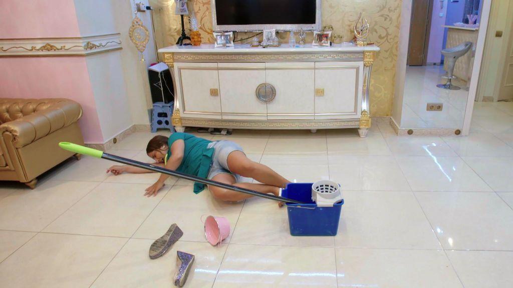 El paripé de Raquel: La Salazar se tira al suelo para fingir una caída y conseguir su objetivo