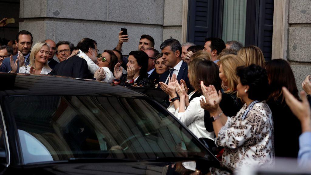 Diputados populares despiden a Rajoy a su salida