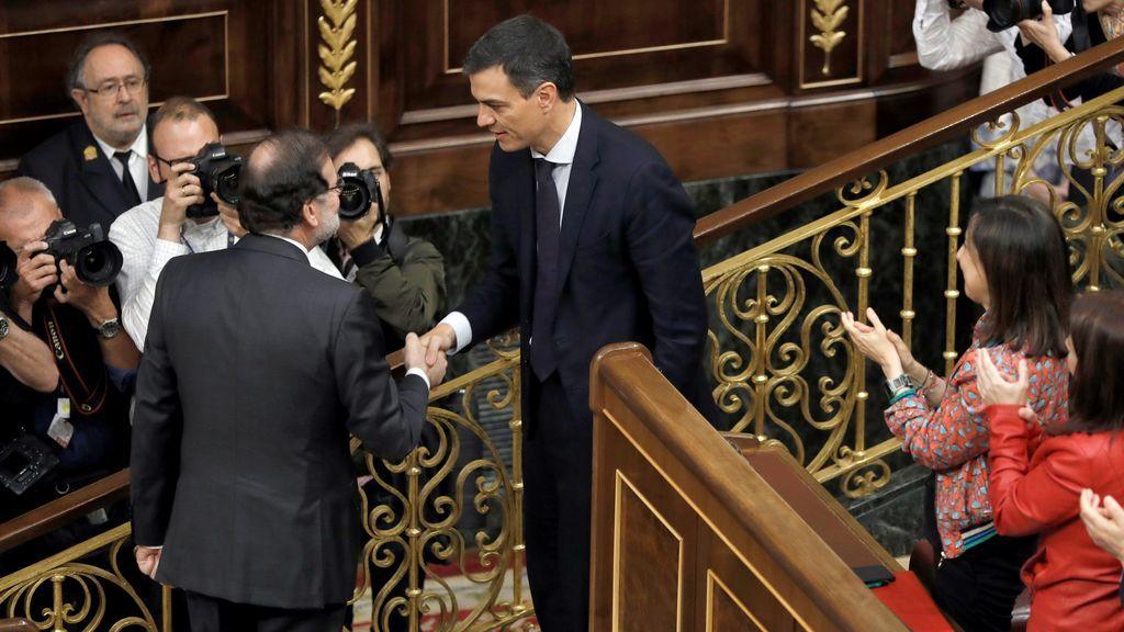 Saludo entre Rajoy y Sánchez