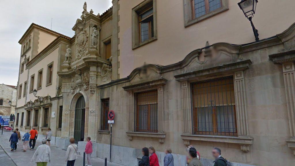 21 años y tres meses de prisión por abusar sexualmente de la hija de su pareja en León