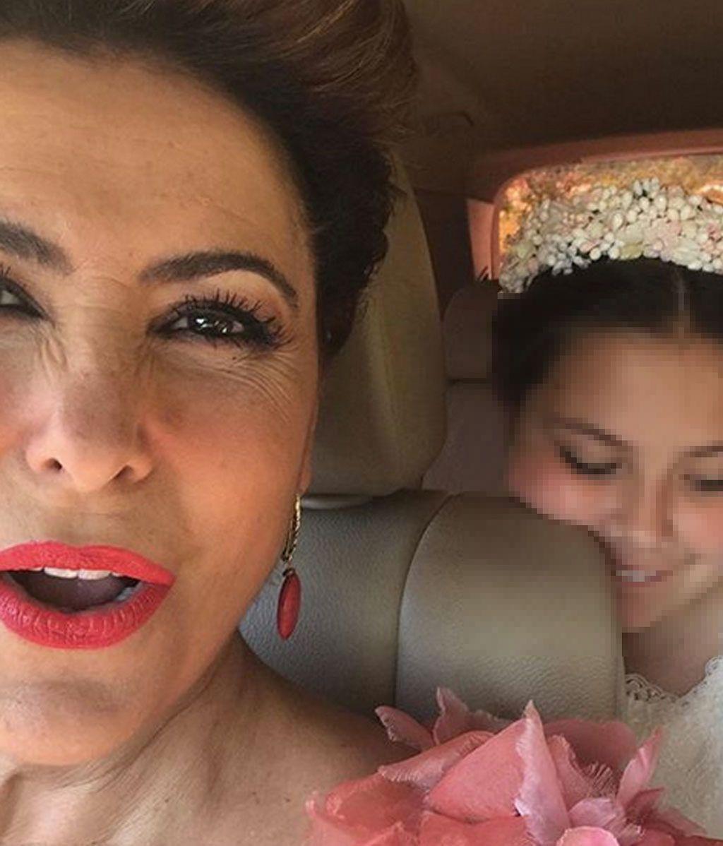 ¡Todo un detallazo! El original vestido de Irma Soriano en la comunión de su hija Carmen