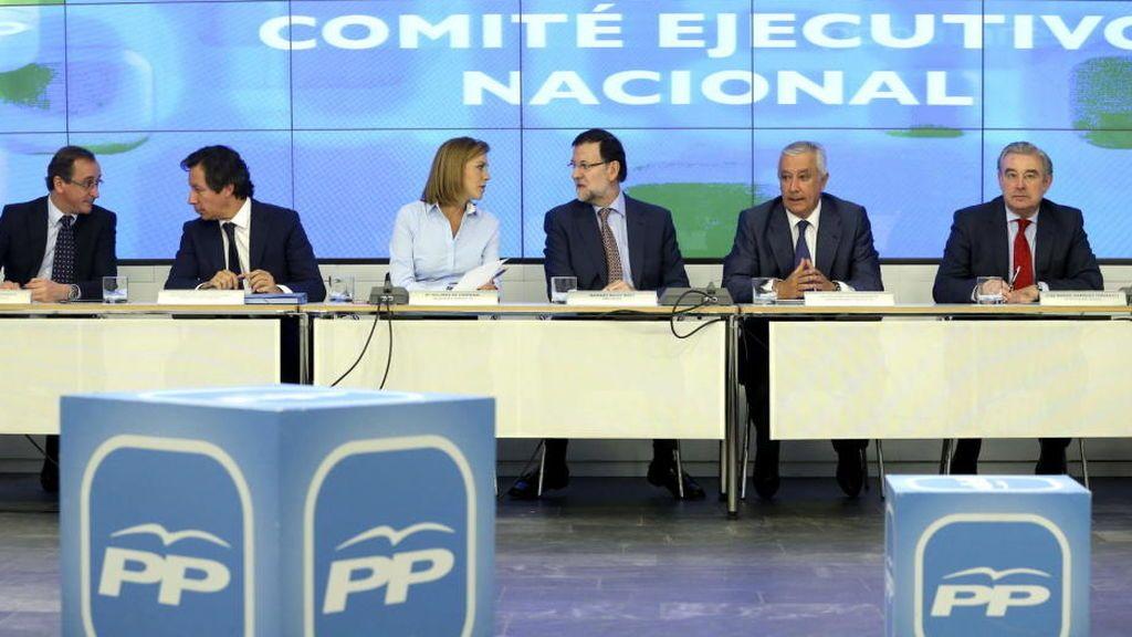 """Miembros del PP quieren que Rajoy """"tutele"""" su sucesión"""