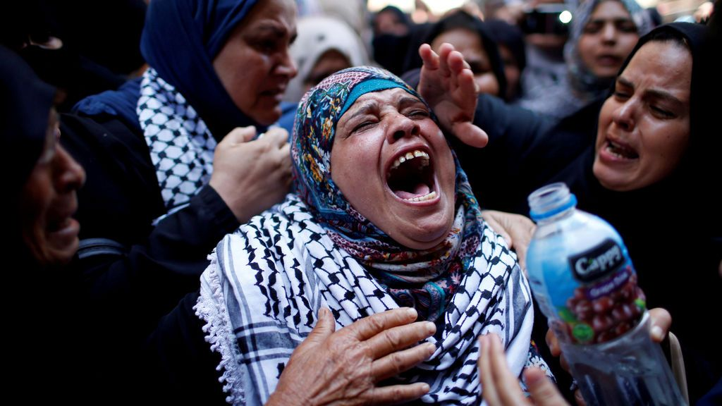 Lamentos por el asesinato de una enfermera palestina