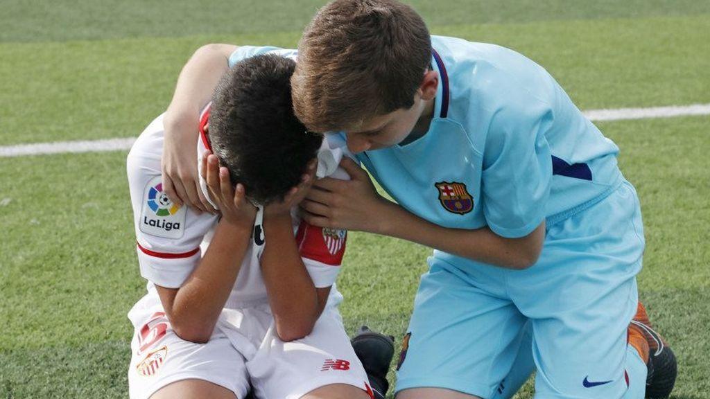 El gesto de deportividad del Barça infantil tras ganar al Sevilla en la tanda de penaltis