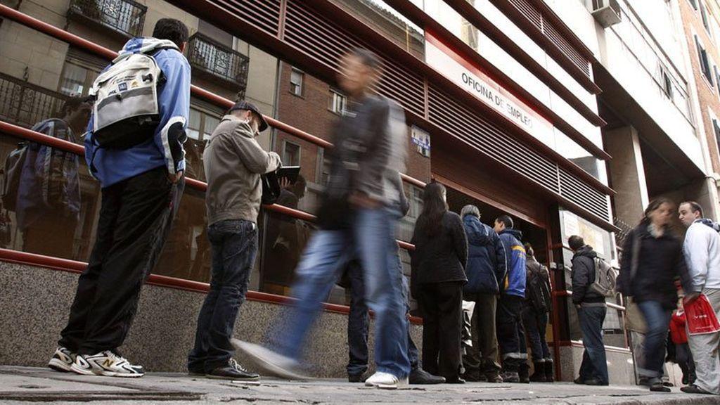 """Rajoy destaca los """"históricos"""" datos del paro: """"Sigamos trabajando por el interés general"""""""