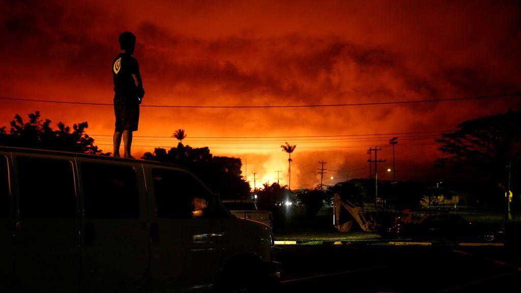 La lava ilumina El cielo sobre Pahoa