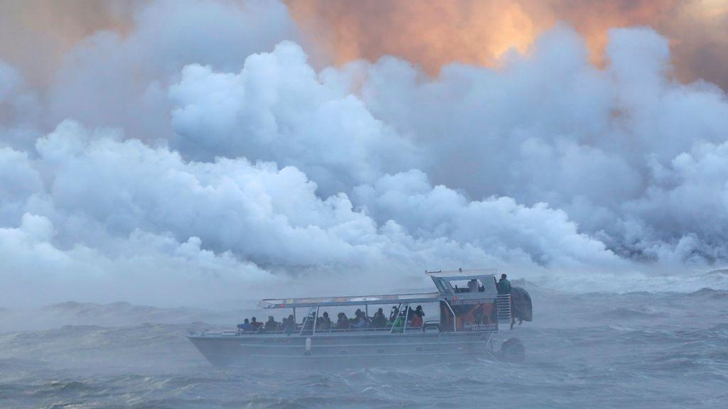 La lava del Kilauea se funde en el Océano Pacífico