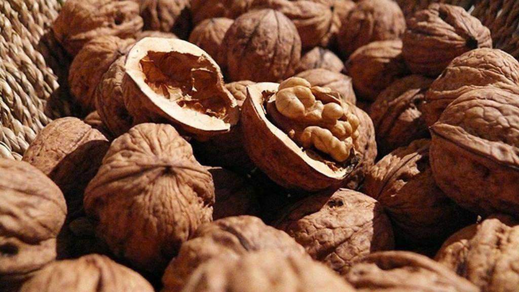 walnuts-498095_960_720
