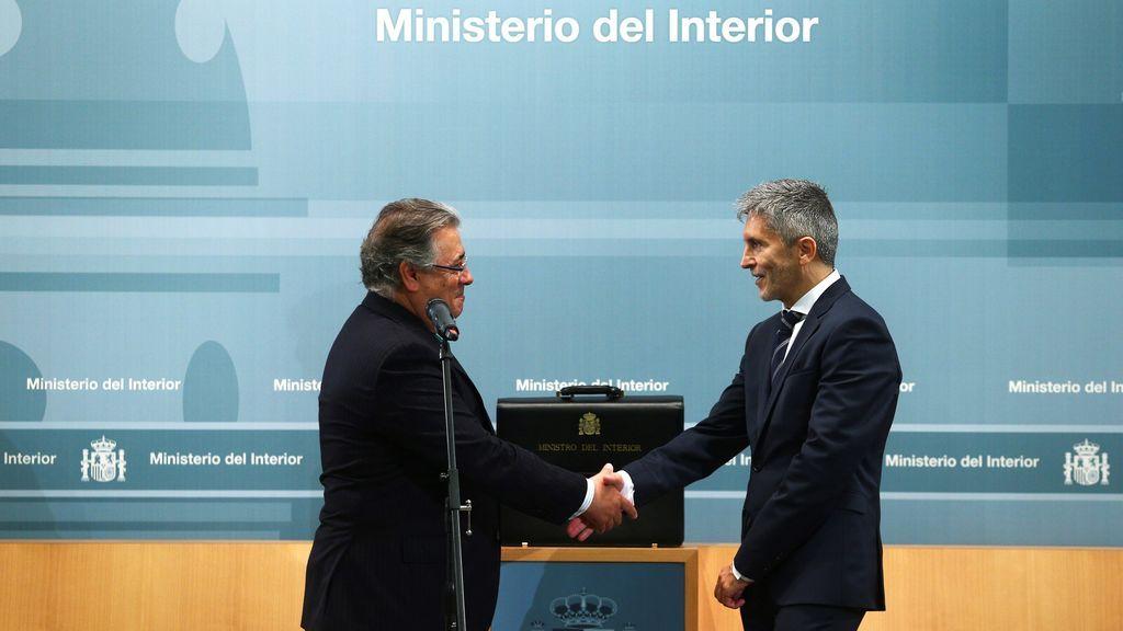 Zoido le entrega a Grande-Marlaska la cartera de Interior