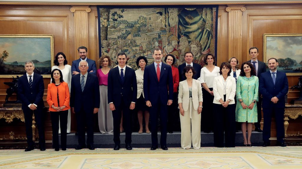 """Los """"ministros y ministras"""" de Pedro Sánchez toman posesión de sus cargos"""