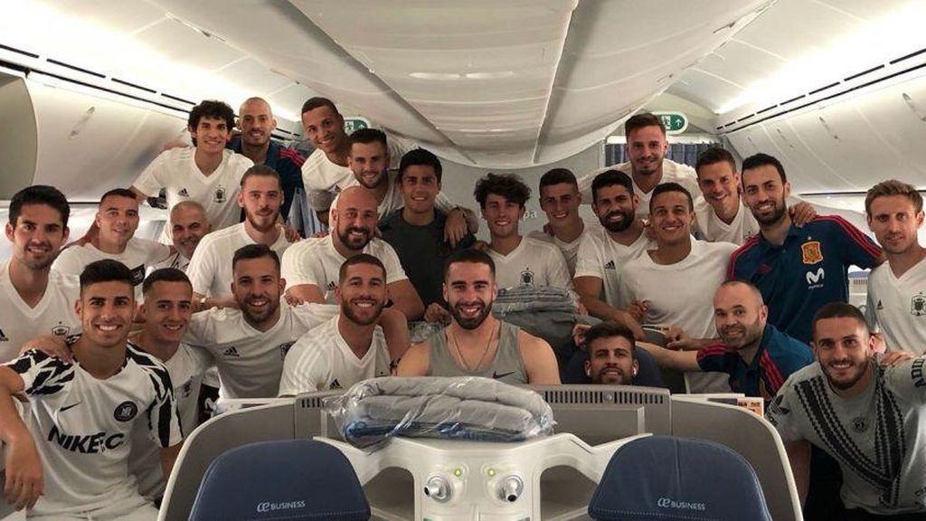 La selección española, relajada en el avión rumbo al Mundial de Rusia