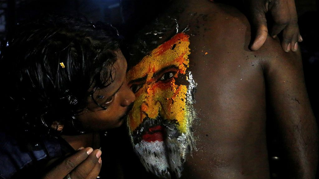 Fanáticos en el estreno de una película en India