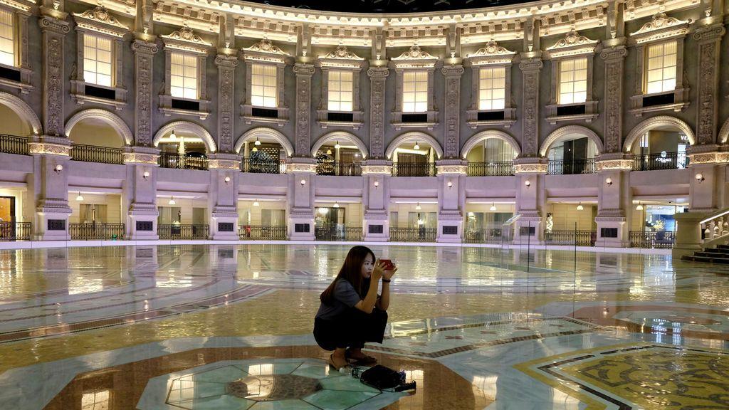El Louvre Furnishings, desde dentro