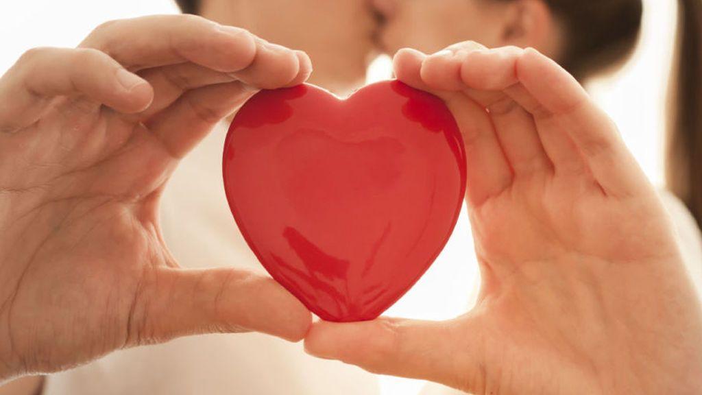 Desequilibrio, dependencia y falsas expectativas: problemas de idealizar a la pareja